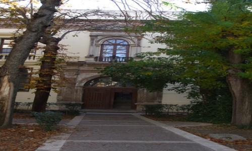 Jardín de entrada por calle Teniente Figueroa
